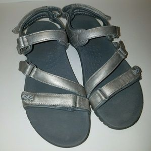 Silver New Balance sandals Never Worn sz 7